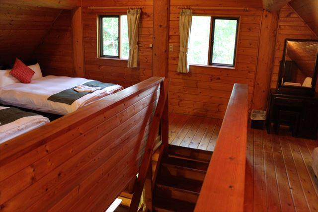 ログハウス2階の寝室