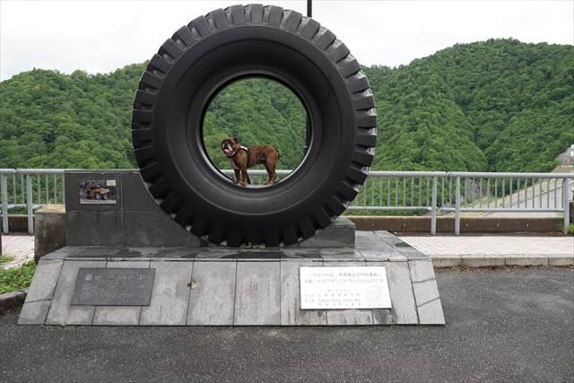 ブリヂストン製の大きなタイヤ