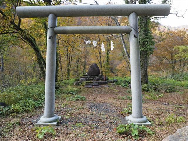 奥胎内ヒュッテ入口付近に祀られている山神様