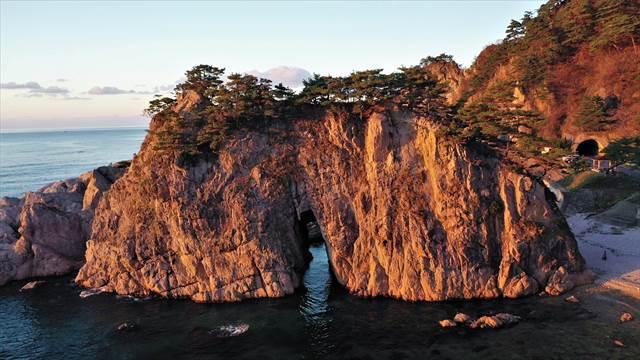 笹川流れの眼鏡岩