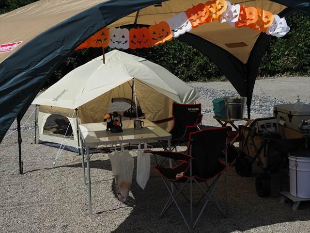 白い森オートキャンプ場でキノコテント設営