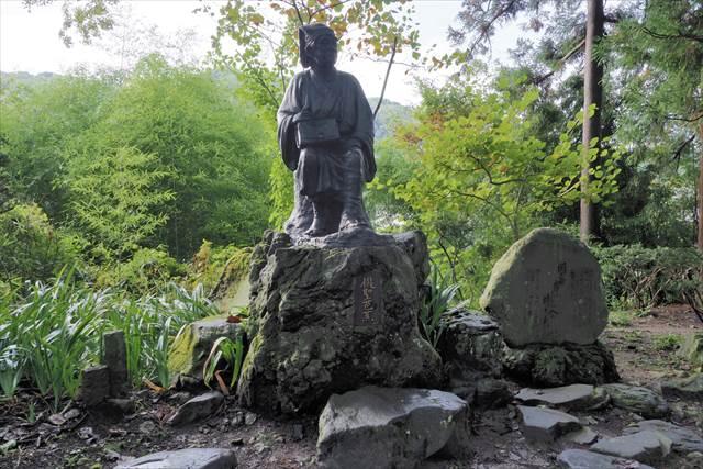 山寺の松尾芭蕉像
