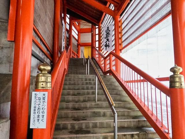 高龍神社の石段を避けたエレベーター