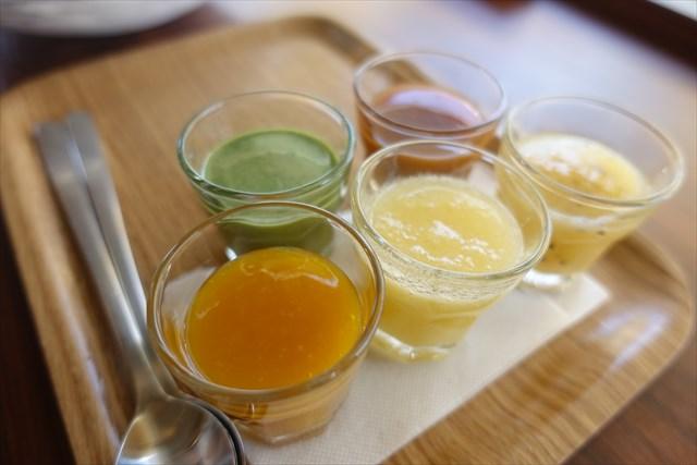 かき氷のシロップ:マンゴー、キュウイ、パイナップル、抹茶、キャラメル