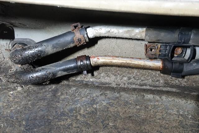 アルファード10系の冷却水漏れ、リアヒーターホース部
