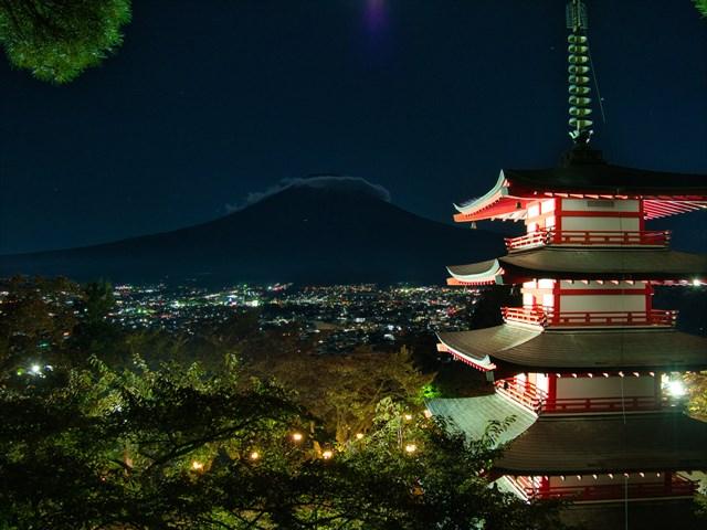 新倉山浅間公園 五重塔からの富士山の眺め