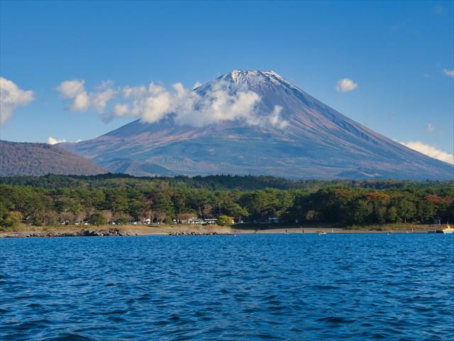本栖湖から観える富士山